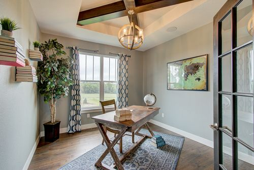 Home builders in Milwaukee staged home office
