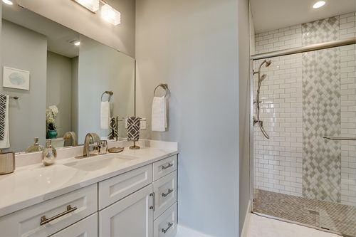 Double vanity bathroom in a Wisconsin new home by Tim O'Brien
