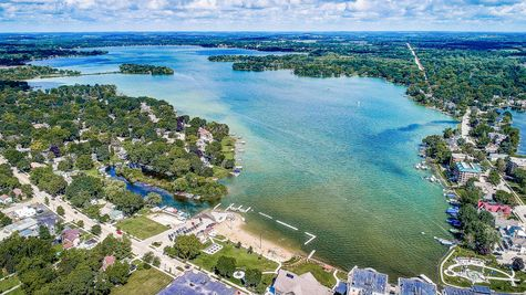 Aerial view of new homes in Summit WI near lake