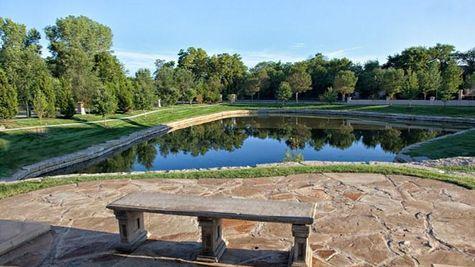 Tuscany Piazza Pond
